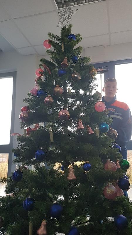 Weihnachtsbaum Explodiert.Patenschaft Weihnachtsbaum Wache 2
